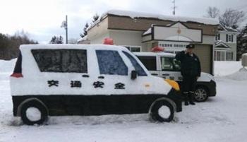 雪だるまパトカー(横)